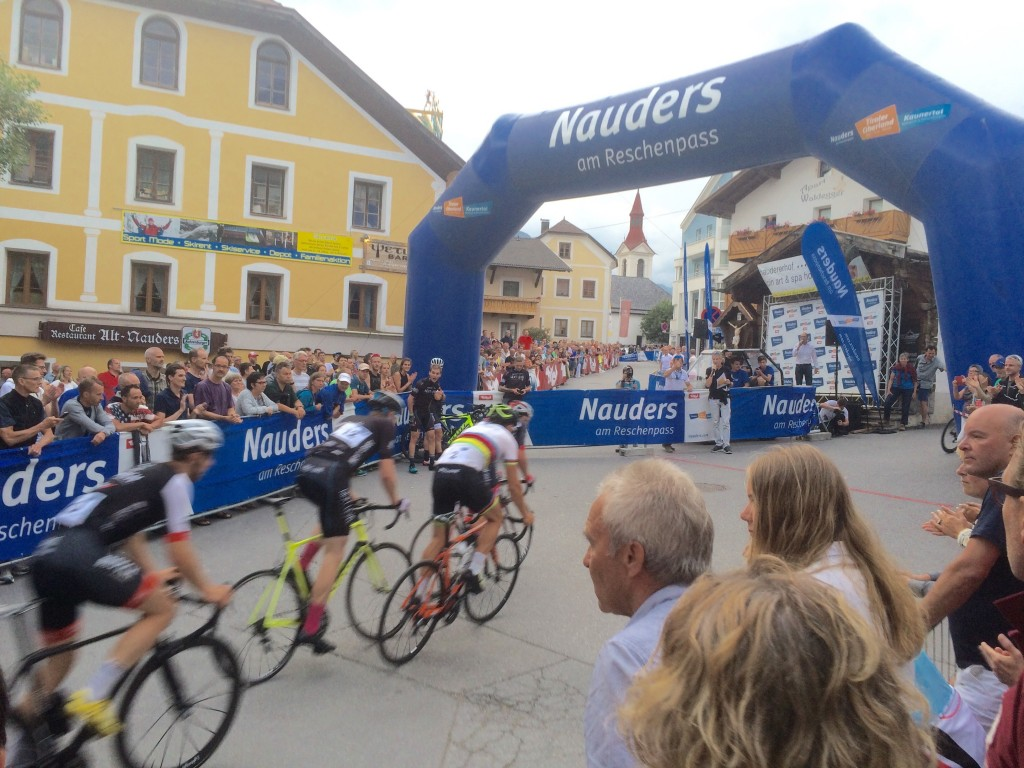 Beste Stimmung herrschte bei den Zuschauern des beliebten Nightrace in Nauders. Bildnachweis: TVB Tiroler Oberland - Nauders Tourismus (Abdruck honorarfrei)