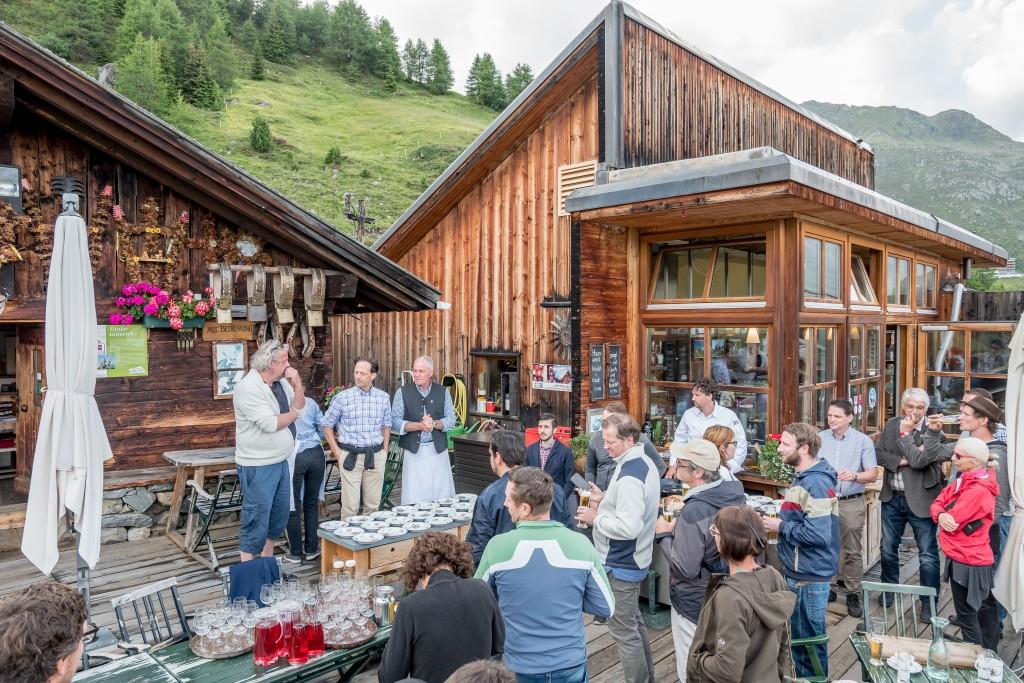 Am Vorabend der Tour ins Windachtal trafen sich die Kulinarikkenner auf der Gampe Thaya in Sölden.  Bildnachweis: Ötztal Tourismus / Alexander Maria Lohmann (Abdruck honorarfrei)