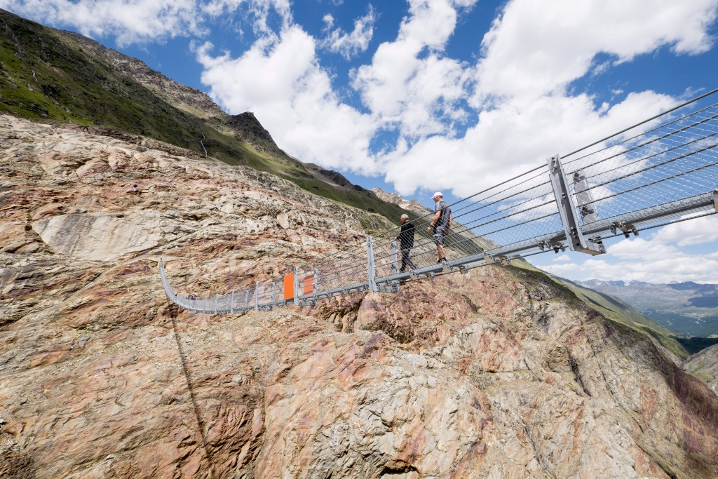 Die Piccard Brücke weist eine Länge von 142 Metern auf.  Bildnachweis: Ötztal Tourismus (Abdruck honorarfrei)