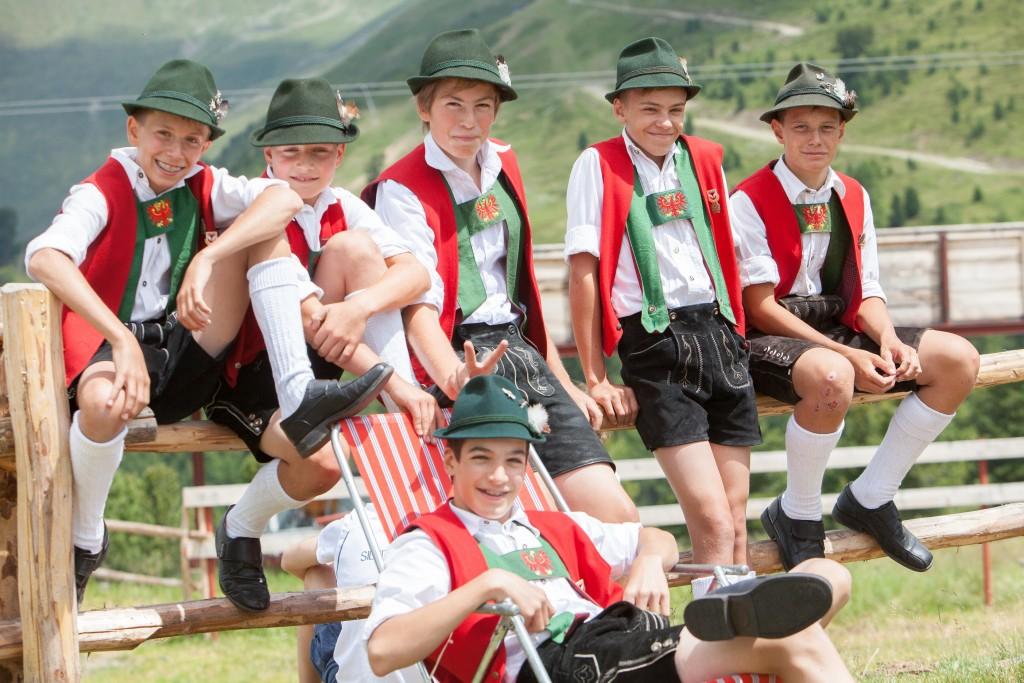 Die Kinder der Trachtengruppe Stillebacher begeistern jedes Jahr mit ihren volkstümlichen Tanz-Darbietungen. Bildnachweis: Bergbahnen Nauders (Abdruck honorarfrei)