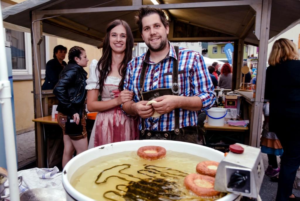 """Dirndln, Lederhosen und viele Tiroler Schmankerln - das ist """"Rock die Wadln"""" in Nauders. Bildnachweis: TVB Tiroler Oberland - Nauders Tourismus  (Abdruck honorarfrei)"""