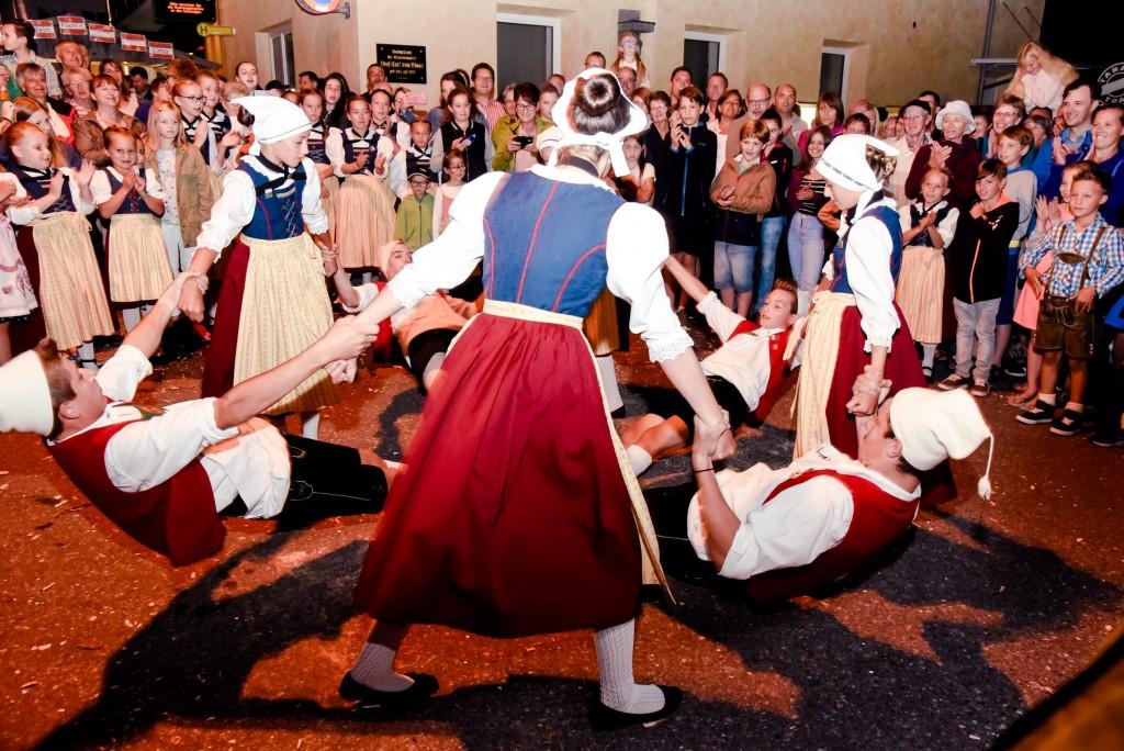 """Mitreißende Darbietungen begeistern die Gäste beim """"Rock die Wadln"""" in Nauders. Bildnachweis:  TVB Tiroler Oberland - Nauders Tourismus (Abdruck honorarfrei)"""