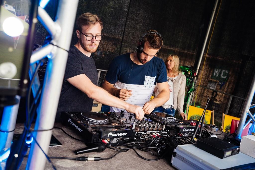 Das DJ-Duo Wild Culture liefert den passenden Sound.  Bildnachweis: AREA 47  (Abdruck honorarfrei)