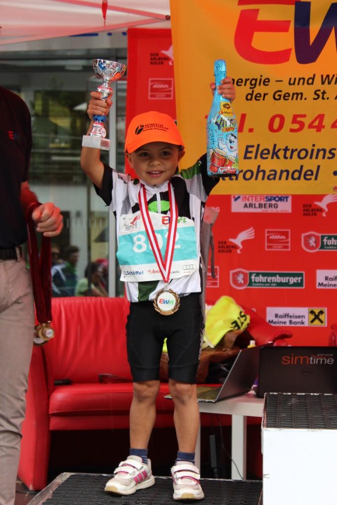 Die kleinen Athlethen stehen ihren großen Vorbildern um nichts nach. Bildnachweis: TVB St. Anton am Arlberg (Abdruck honorarfrei)