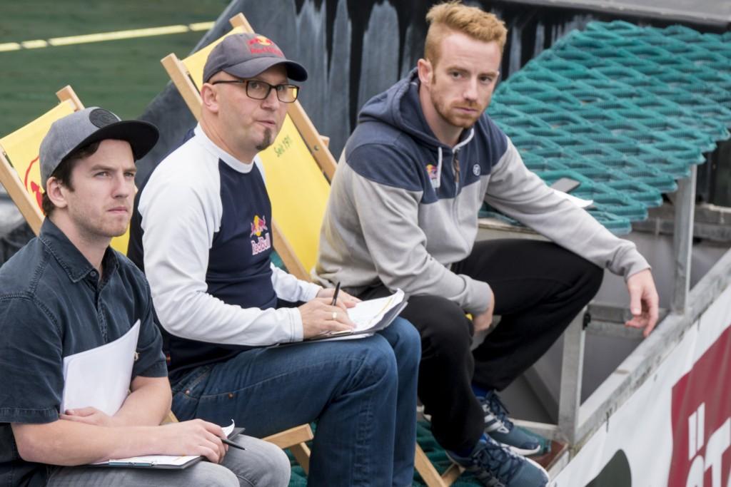 """Prominente Punkterichter: Dominik Hasi, Freestyle-Legende Christian """"Rio"""" Rijavec und Cliffdiver Alain Kohl (v.l.n.r.).  Bildnachweis: AREA 47 (Abdruck honorarfrei)"""