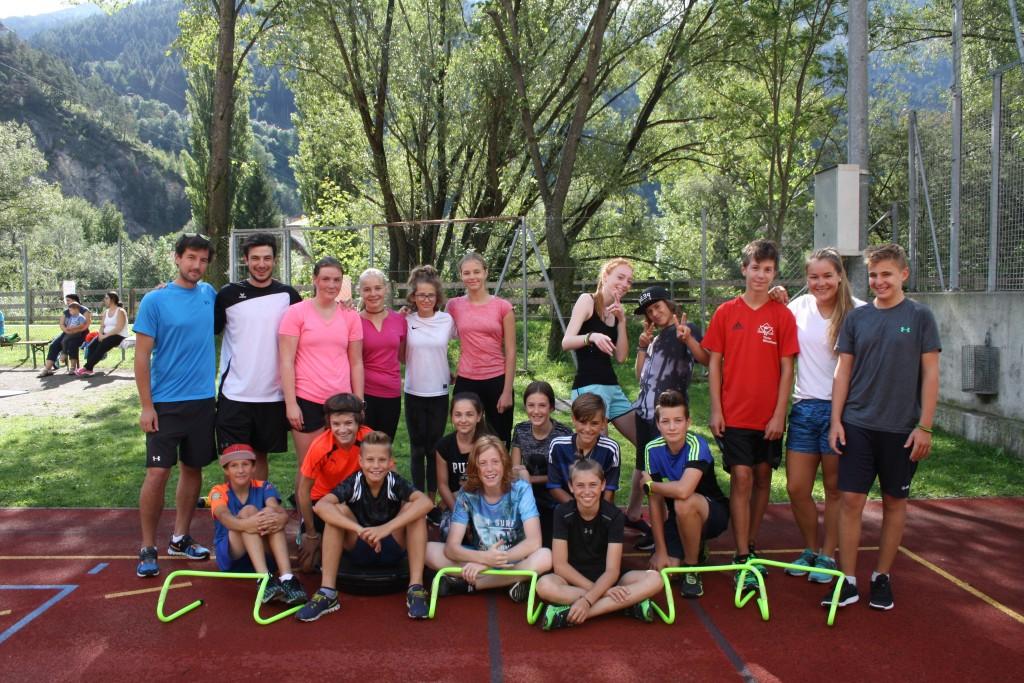 Ein Teil der TSV-Trainingsgruppe mit den Trainern Armin Wierer und Simon Purtscher (hintere Reihe 1. und 2. von links) und Trainerin Laura Monz (hintere Reihe, 2. von rechts).