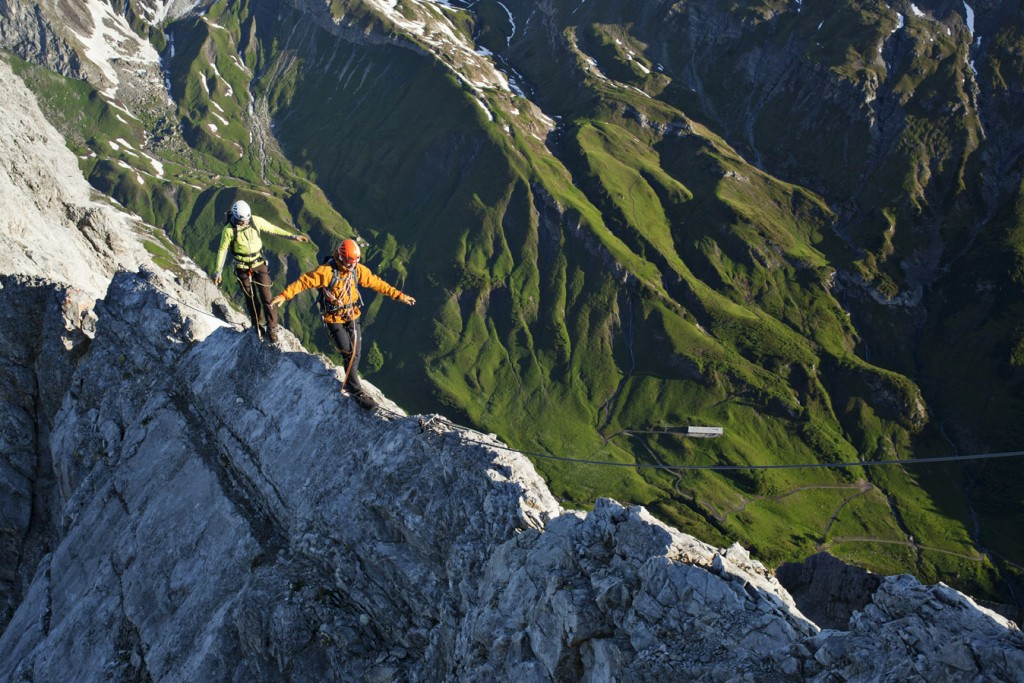 Spektakuläre Gratwanderung am Arlberger Klettersteig. Bildnachweis: TVB St. Anton am Arlberg / Bernd Ritschel (Abdruck honorarfrei)