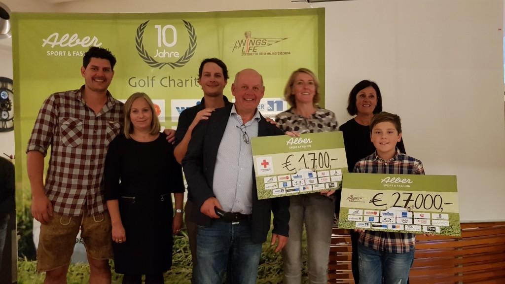 """Im Rahmen der Alber Sport Golf Charity konnte eine stolze Spendensumme übergeben werden: 27.000 Euro an die Stiftung """"Wings for Life"""" und zusätzliche 1.700 Euro an die Rot-Kreuz-Stelle St. Anton am Arlberg."""