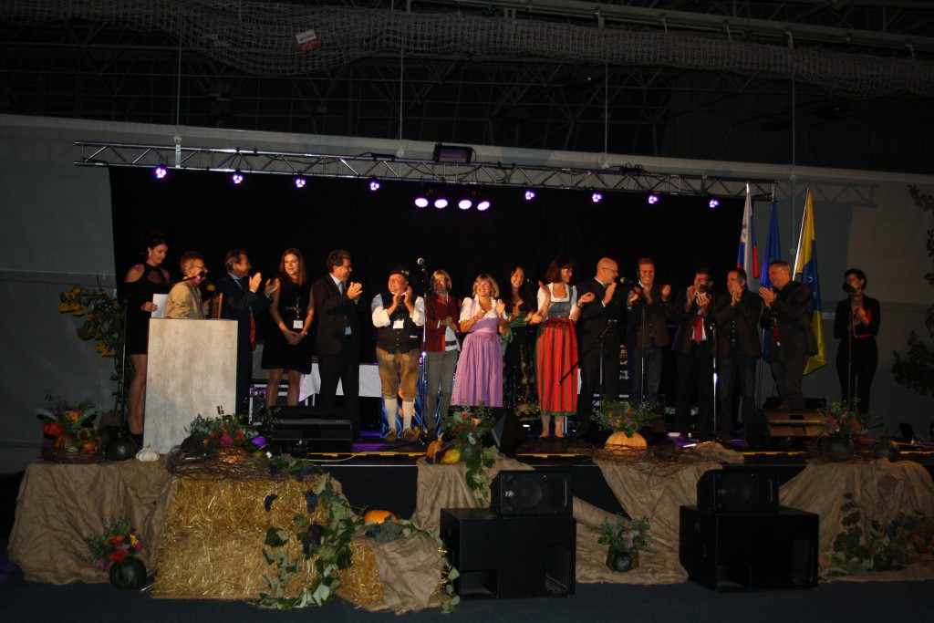 Die eigens angereiste Delegation aus St. Anton bei der feierlichen Siegerehrung in Slowenien.  Foto: Elisabeth Zangerl (Abdruck honorarfrei)
