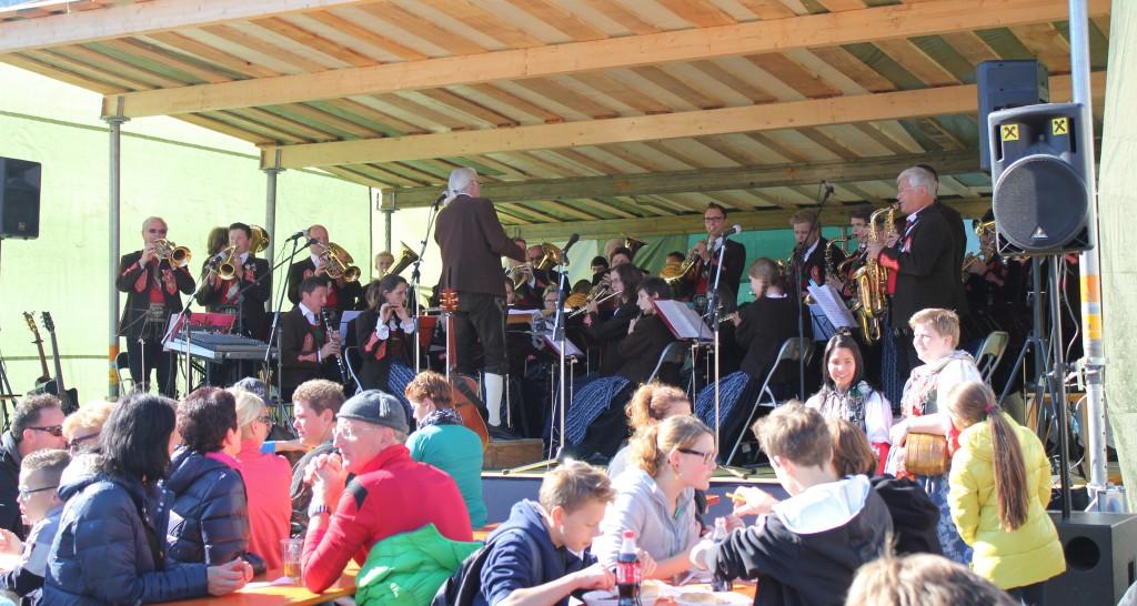 Ein Highlight des bunten Festes ist auch heuer das Konzert der Stadtmusik Imst unter der Leitung von Hermann Delago. Bildnachweis: Imster Bergbahnen (Abdruck honorarfrei)