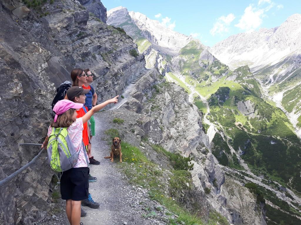 Beim 10. Tiroler Adlerfest am 1. Oktober 2017 treffen sich Wanderfans jeden Alters in Hoch-Imst. Bildnachweis: Imster Bergbahnen (Abdruck honorarfrei)