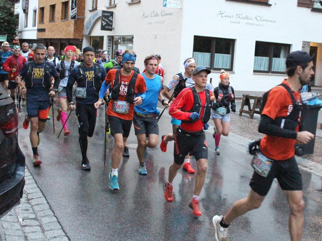 Die dritte Etappe führte die Läufer am Dienstag von St. Anton am Arlberg über 39,9 Kilometern und 2.019 Höhenmeter nach Landeck. Bildnachweis: Tourismusverband St. Anton am Arlberg (Abdruck honorarfrei)