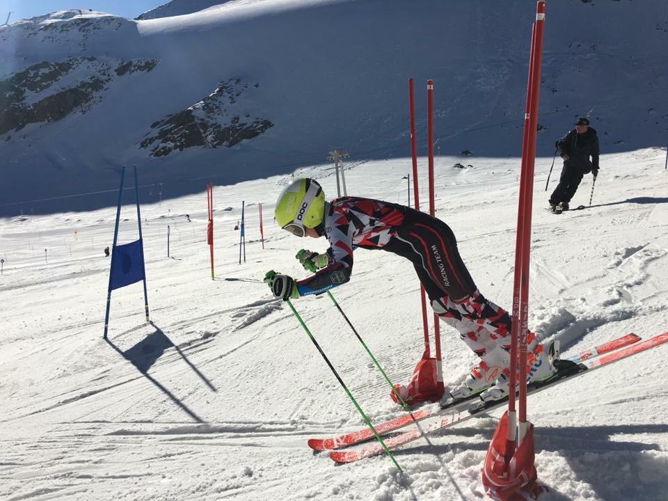 Kaderläufer Felix Wille beim Riesentorlauf-Training am Pitztaler Gletscher.  Foto: TSV Bezirk Landeck/Laura Monz