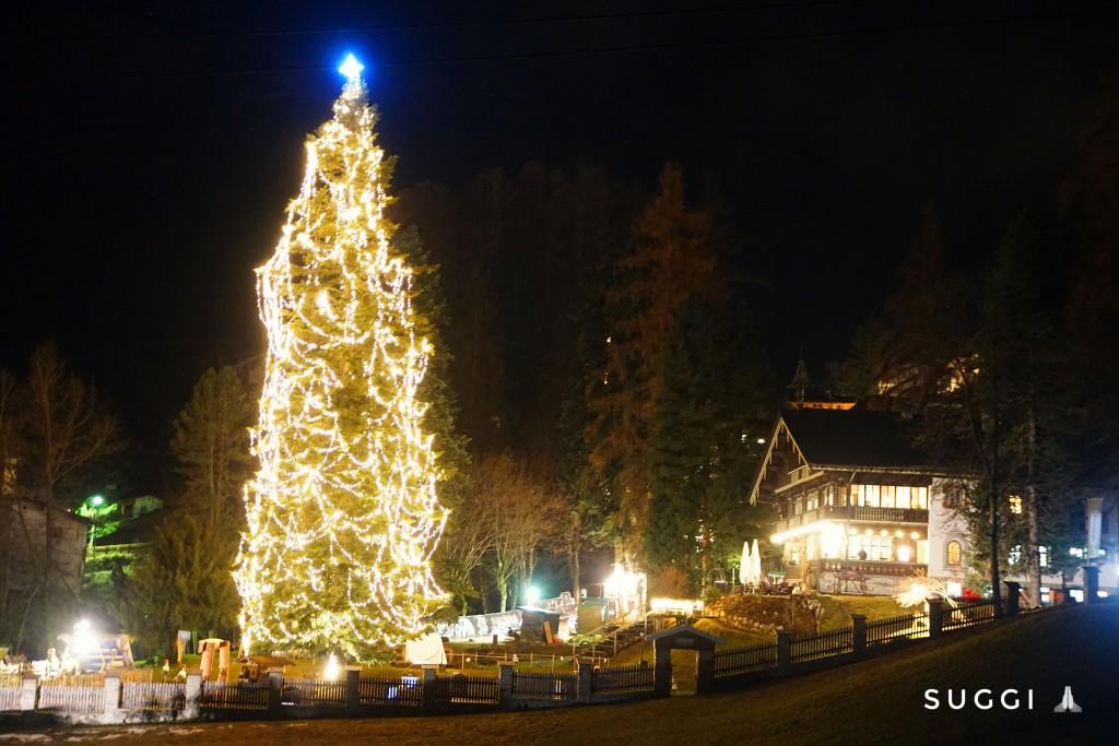 """Heimelige Atmosphäre beim alljährlichen """"Adventzauber im Park"""" rund um das Museum St. Anton am Arlberg. Bildnachweis: Suggi – Christian Schranz (Abdruck honorarfrei)"""