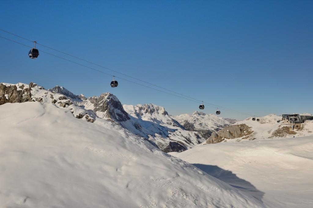 Seit der Wintersaison 2016/17 gelangen Wintersportler über die Flexenbahn in alle Orte des Arlbergs. Damit entstand das größte zusammenhängende Skigebiet Österreichs. Bildnachweis: Ski Arlberg/Sepp Mallaun (Abdruck honorarfrei)