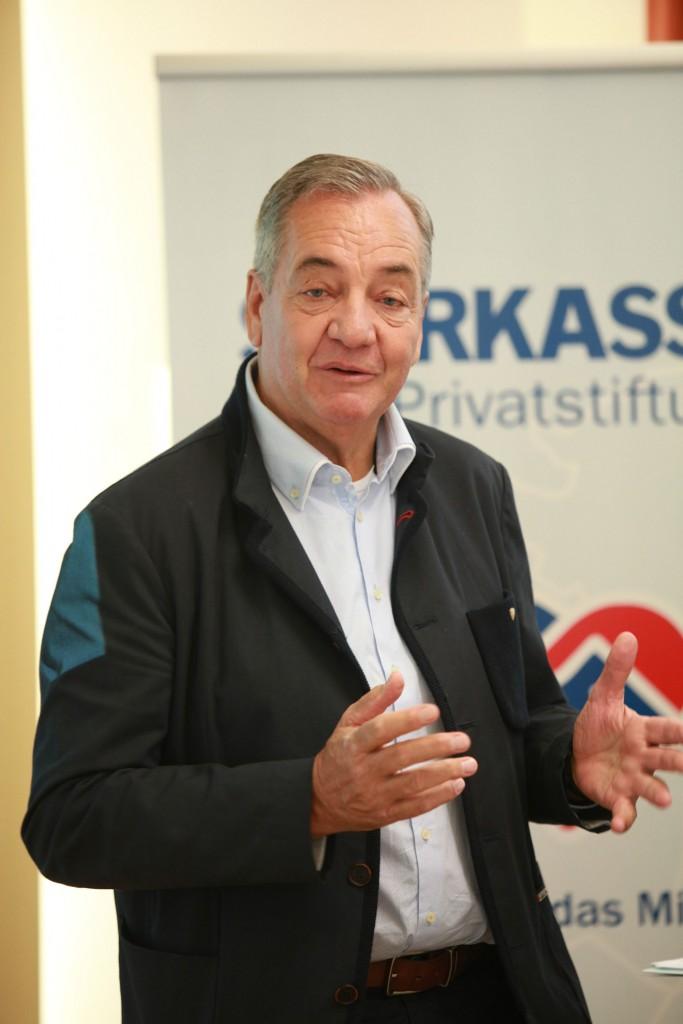 Franz Raich, Vorstandsvorsitzender Sparkasse Imst Privatstiftung, zeigte sich erfreut über die vielfältigen Projektansuchen. Bildnachweis: Sparkasse Imst (Abdruck honorarfrei)