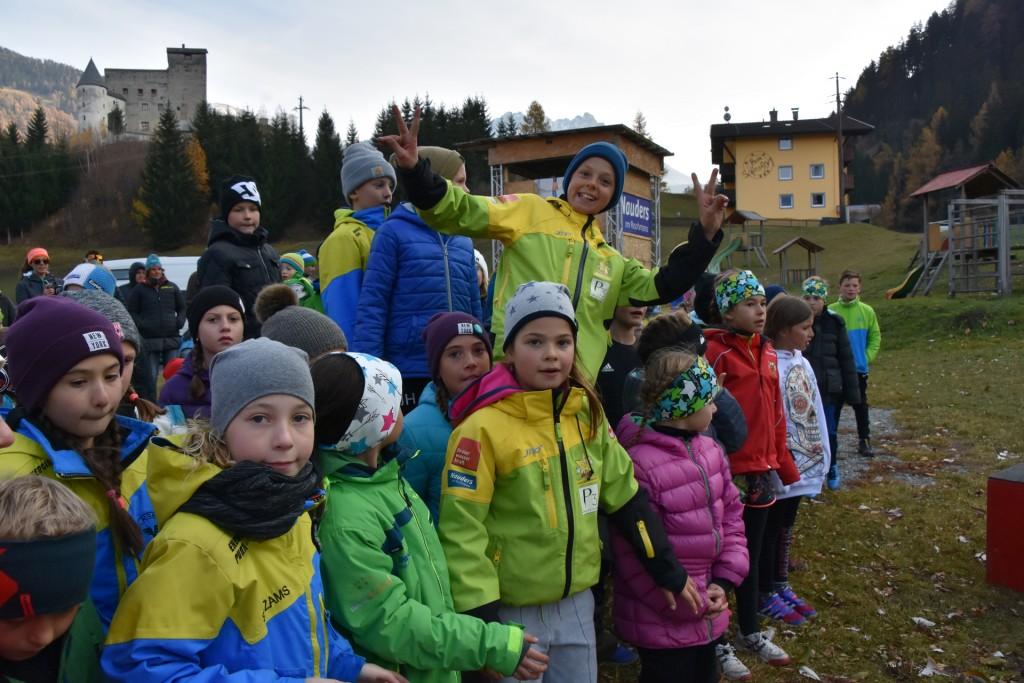 Die Kinder und Schüler bei der Siegerehrung – insgesamt nahmen 129 am Bewerb teil.  Foto: Karoline Slamanig-Ög