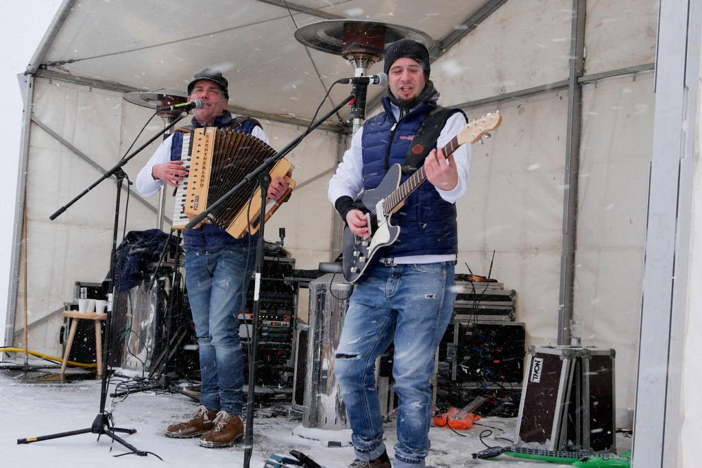 Konzert im Schneesturm von Hoch-Imst: Die Trenkwalder bewiesen, dass sie absolut wetterfest sind. Bildnachweis: Imster Bergbahnen (Abdruck honorarfrei)