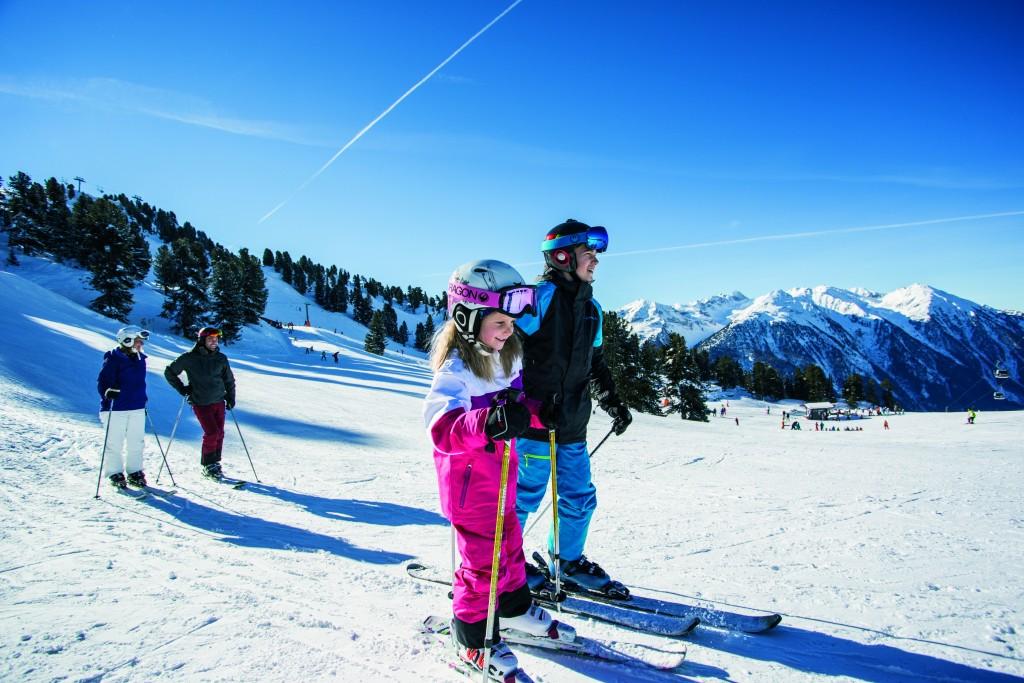 Skifahren in Hochoetz ist ein stressfreies Erlebnis für Groß und Klein.  Bildnachweis: Bergbahnen Oetz (Abdruck honorarfrei)