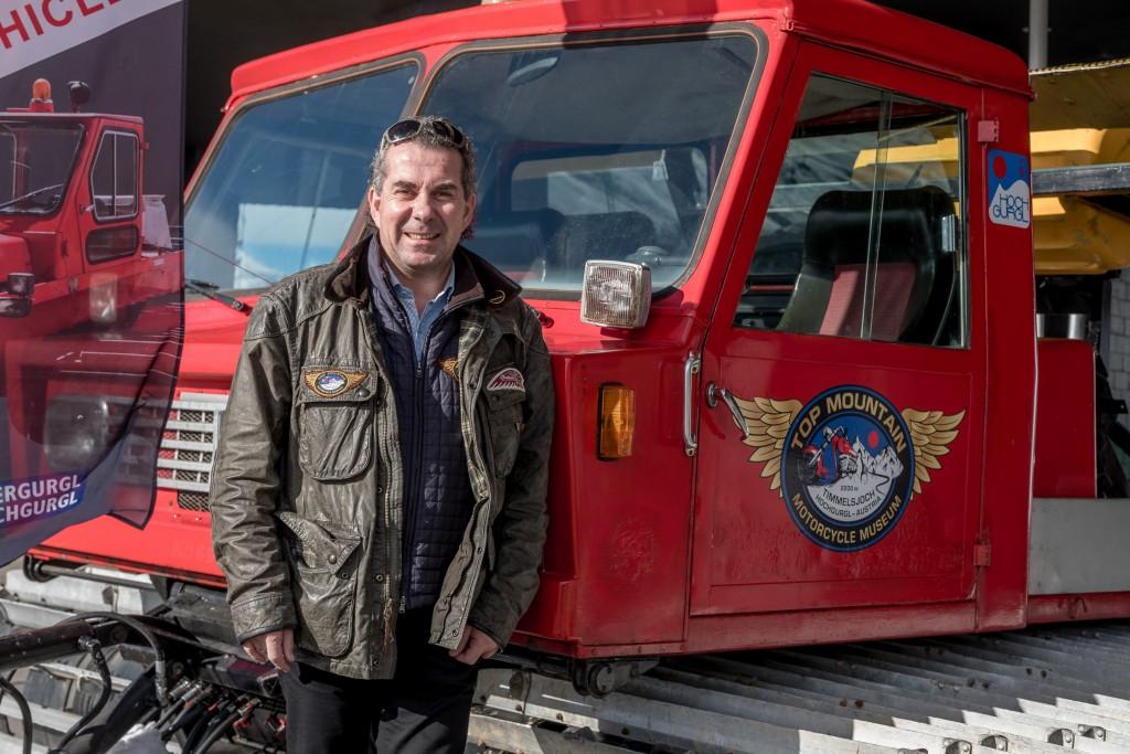 Mit Sammlerleiderschaft und guter Kontakte präsentiert Attila Scheiber, Geschäftsführer des Top Mountain Crosspoint, eine exklusive Sammlung an Schneefahrzeugen.  Bildnachweis: Top Mountain Motorcycle Museum / Lohmann