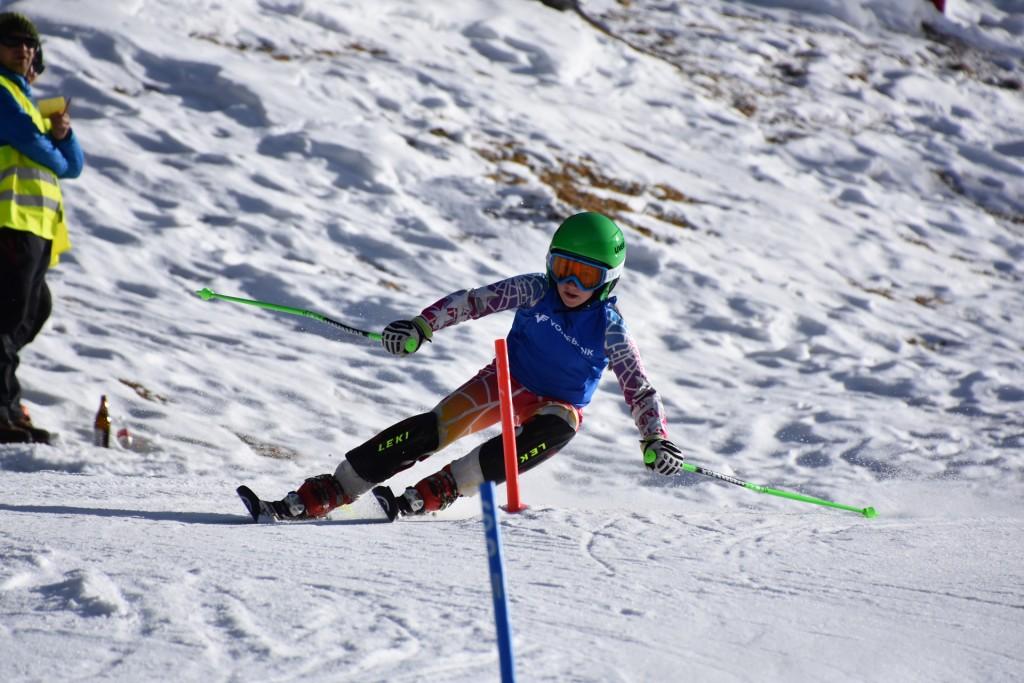 Annalena Monz (hier beim Volksbank-Bezirkskindercup im Februar 2017 in Feichten) ging beim Raiffeisen Schüler- und Jugendcup am 17. März als Siegerin der Klasse Schüler U14 weiblich hervor.  Fotonachweis: Karoline Slamanig-Oeg