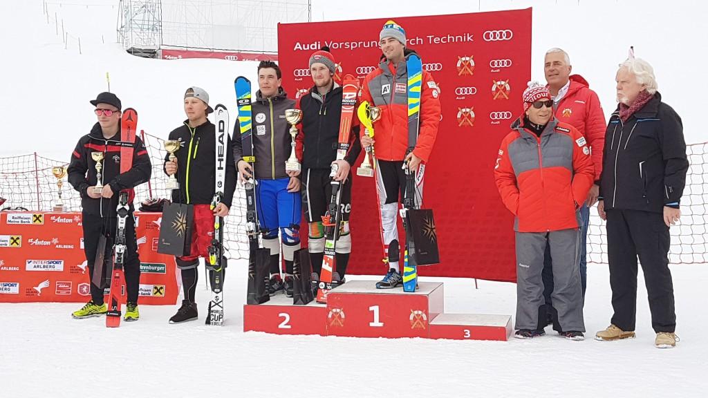 Christian Borgnaes vom Ski-Club-Arlberg war im Herren-Slalom nicht zu schlagen. SCA-Präsident sowie TVB-Obmann Josef Chodakowsky, ÖSV-Präsident Peter Schröcksnadel und FIS-CIT Chairman Urs Dietrich nahmen die Siegerehrung vor. Bildnachweis: Ski-Club Arlberg (Abdruck honorarfrei)